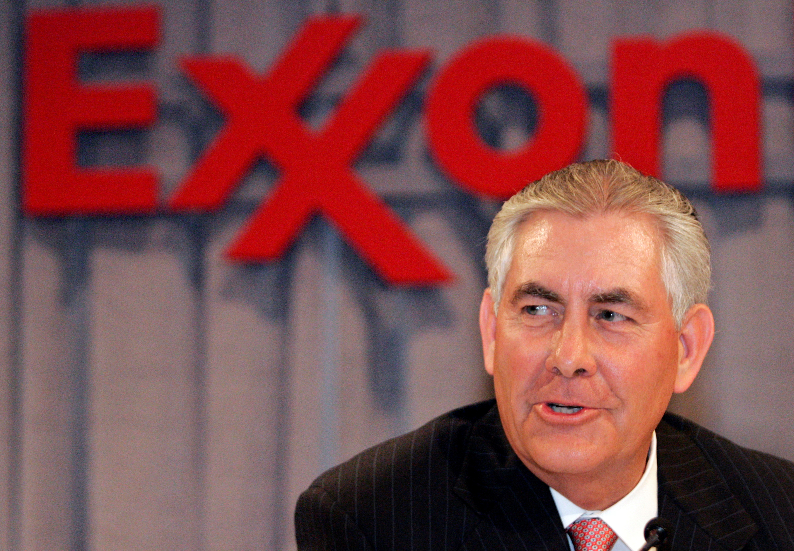 FILE PHOTO - Chairman and chief executive officer Rex W. Tillerson speaks at a news conference following the Exxon Mobil Corporation Shareholders Meeting in Dallas, Texas, May 28, 2008. REUTERS/Mike Stone/File Photo - RTX2UQYG