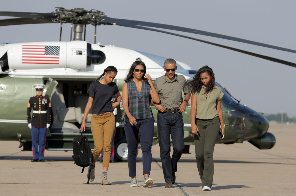 U.S. President Barack Obama and U.S. First Lady Michelle Obama and their daughters Malia (L) and Sasha (R) walk to Air Force One as they depart from Roswell, New Mexico, U.S., June 17, 2016. REUTERS/Joshua Roberts TPX IMAGES OF THE DAY - RTX2GV8R