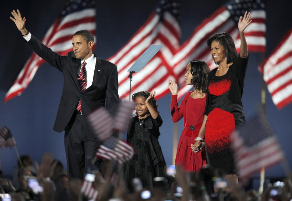 U.S. President-elect Senator Barack Obama (D-IL) arrives to speak to supporters with his wife Michelle (R) and their children Malia (2nd R) and Sasha (2nd L) during his election night rally after being declared the winner of the 2008 U.S. Presidential Campaign in Chicago November 4, 2008. REUTERS/Gary Hershorn (UNITED STATES) US PRESIDENTIAL ELECTION CAMPAIGN 2008 (USA) - RTXA9OK