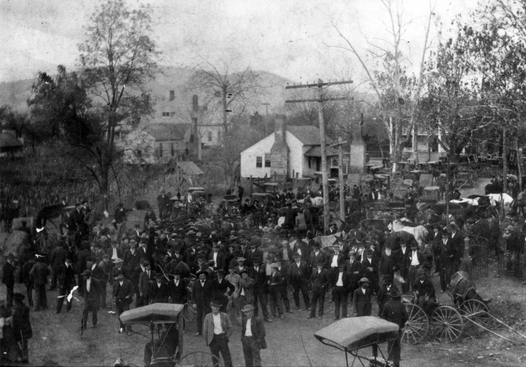 A crowd near the gallows where Knox and Daniel were hung, with Sawnee Mountain in the distance, Oct 25, 1912. Photo courtesy Patrick Phillips