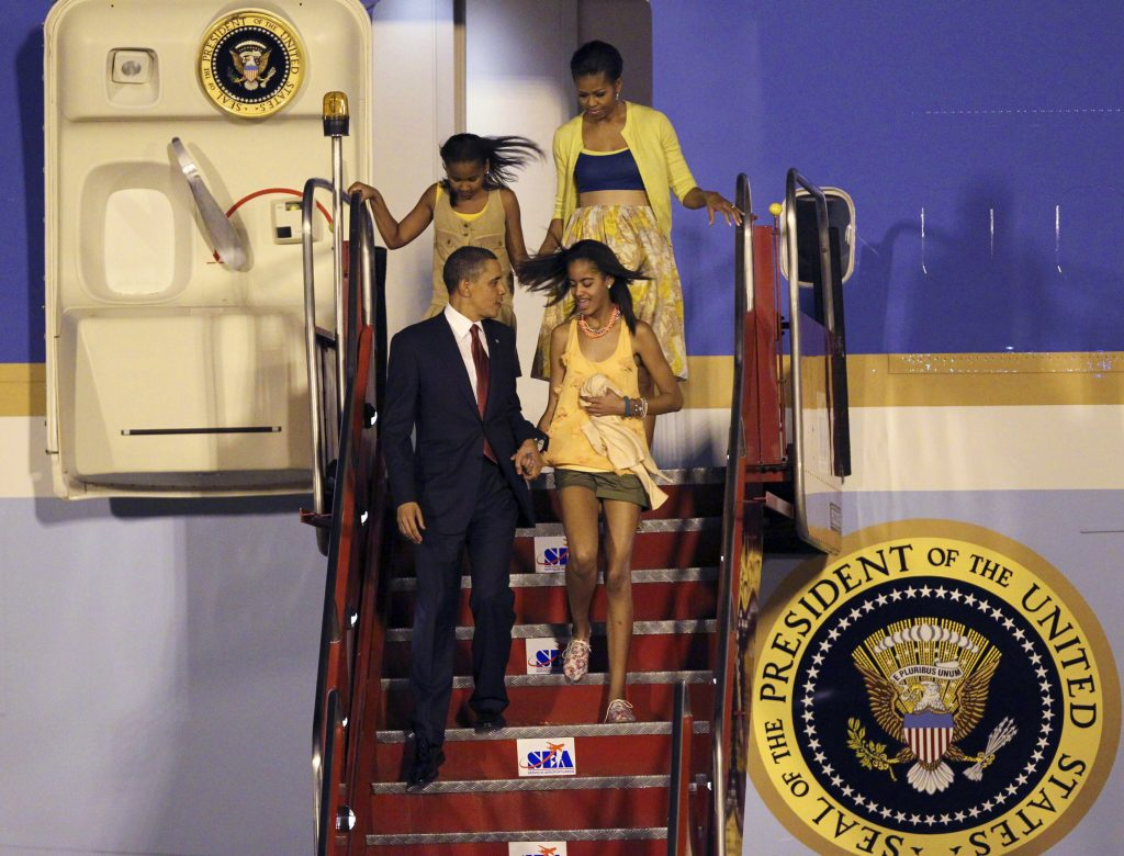 U.S. President Barack Obama walks with his daughters Malia (bottom R) and Sasha, and his wife Michelle, down the steps of Air Force One upon arrival in Rio de Janeiro, March 19, 2011. Obama arrived from Brasilia, where he began a three-country tour of Latin America. REUTERS/Sergio Moraes (BRAZIL - Tags: POLITICS) - RTR2K4RK