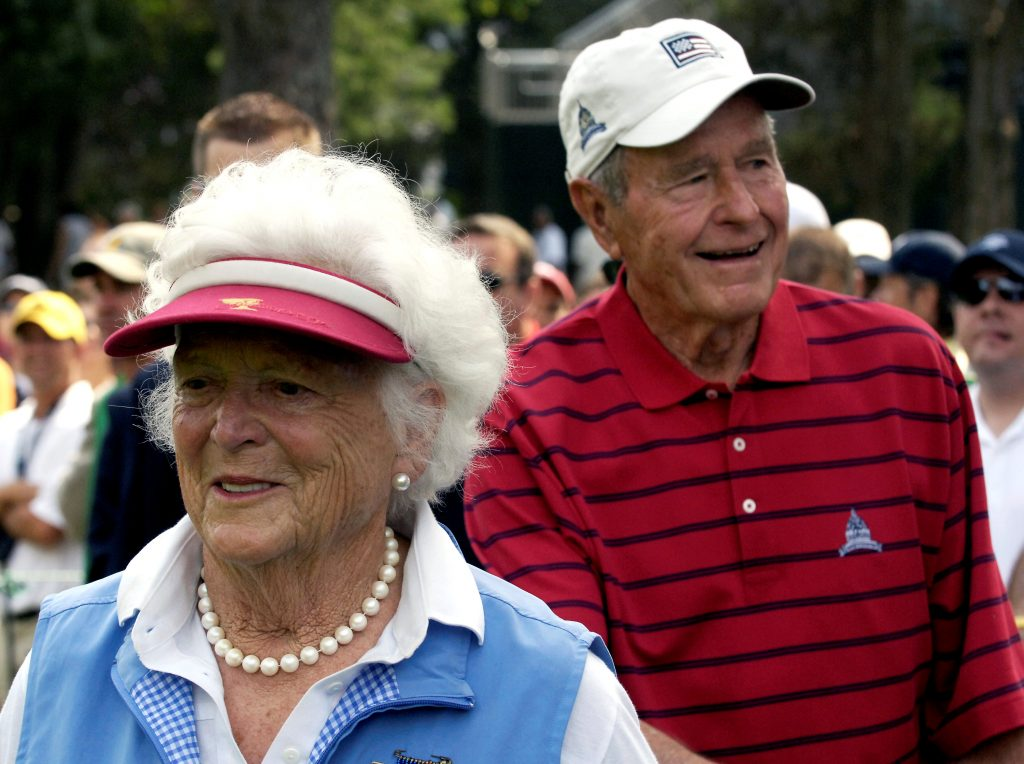 Former President George H.W. Bush (right) and his wife Barbara attend a golf tournament at Congressional Country Club in Bethesda, Maryland, on July 4, 2007. Photo by Jonathan Ernst/Reuters