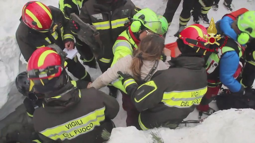 Firefighters rescue a survivor from Hotel Rigopiano in Farindola, central Italy, hit by an avalanche, in this handout picture released on January 20, 2017 provided by Italy's Fire Fighters. Vigili del Fuoco/Handout via REUTERS ATTENTION EDITORS - THIS IMAGE WAS PROVIDED BY A THIRD PARTY. EDITORIAL USE ONLY. - RTSWGAQ