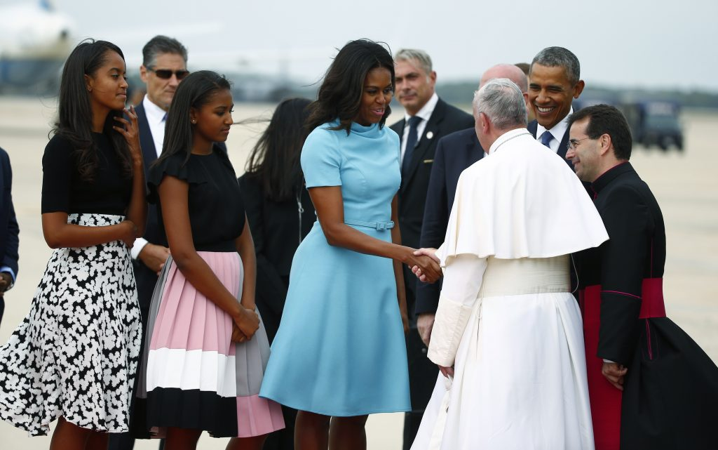 U.S. first lady Michelle Obama, President Barack Obama (2ndR) and their daughters, Malia (L) and Sasha, welcome Pope Francis to the United States upon his arrival at Joint Base Andrews outside Washington September 22, 2015. Photo by: Tony Gentile - RTX1RXXP