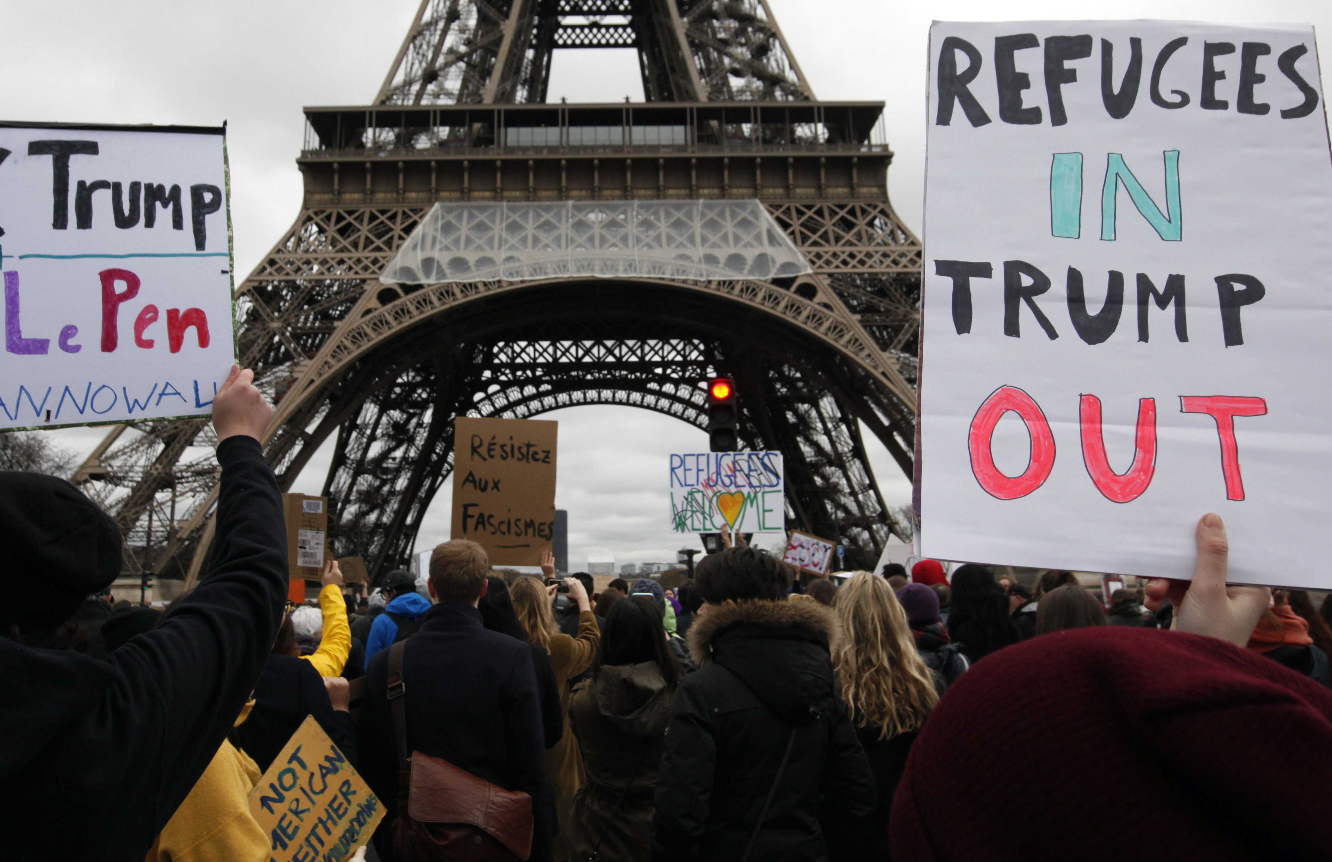 Protesters rally near the Eiffel Tower to demonstrate against US President Donald Trump's immigration order in Paris, France, February 4, 2017. REUTERS/Mal Langsdon - RTX2ZM3D