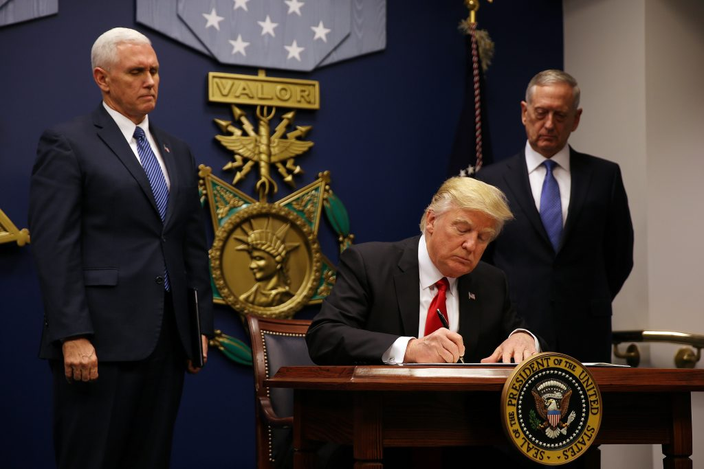 U.S. President Donald Trump signs a revised executive order for a U.S. travel ban on Monday, leaving Iraq off the list of targeted countries, at the Pentagon in Washington, U.S., January 27, 2017. REUTERS/Carlos Barria/FILE - RTS11OBB