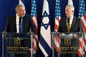 Israel's Minister of Defense Avigdor Lieberman (L) and U.S. Defense Secretary James Mattis hold a joint news conference at the Ministry of Defense in Tel Aviv, Israel, April 21, 2017. REUTERS/Jonathan Ernst - RTS139LZ