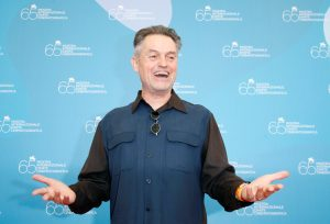 FILE PHOTO: U.S. director Jonathan Demme poses for photographers during a photocall at the Venice Film Festival in Venice, Italy, September 3, 2008. REUTERS/Denis Balibouse/File Photo - RTS140XF