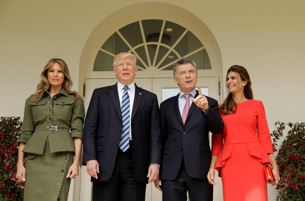 U.S. President Donald Trump and first lady Melania Trump welcome Argentine President Mauricio Macri and his wife, Juliana Awada, to the White House in Washington, U.S., April 27, 2017. REUTERS/Kevin Lamarque - RTS1471G