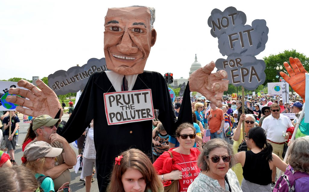 A giant puppet depicting Environmental Protection Agency (EPA) Administrator Scott Pruitt is carried among demonstrators during a People's Climate March, to protest U.S. President Donald Trump's stance on the environment, in Washington, U.S., April 29, 2017. REUTERS/Mike Theiler - RTS14HDF
