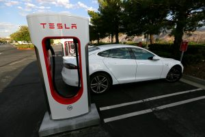 A Tesla Model S charges at a Tesla Supercharger station in Cabazon, California, U.S. May 18, 2016. REUTERS/Sam Mircovich - RTSF1Q3