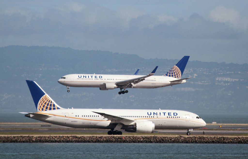 A United Airlines Boeing 787 taxis another United plane lands at the San Francisco International Airport. Photo by Louis Nastro/Reuters