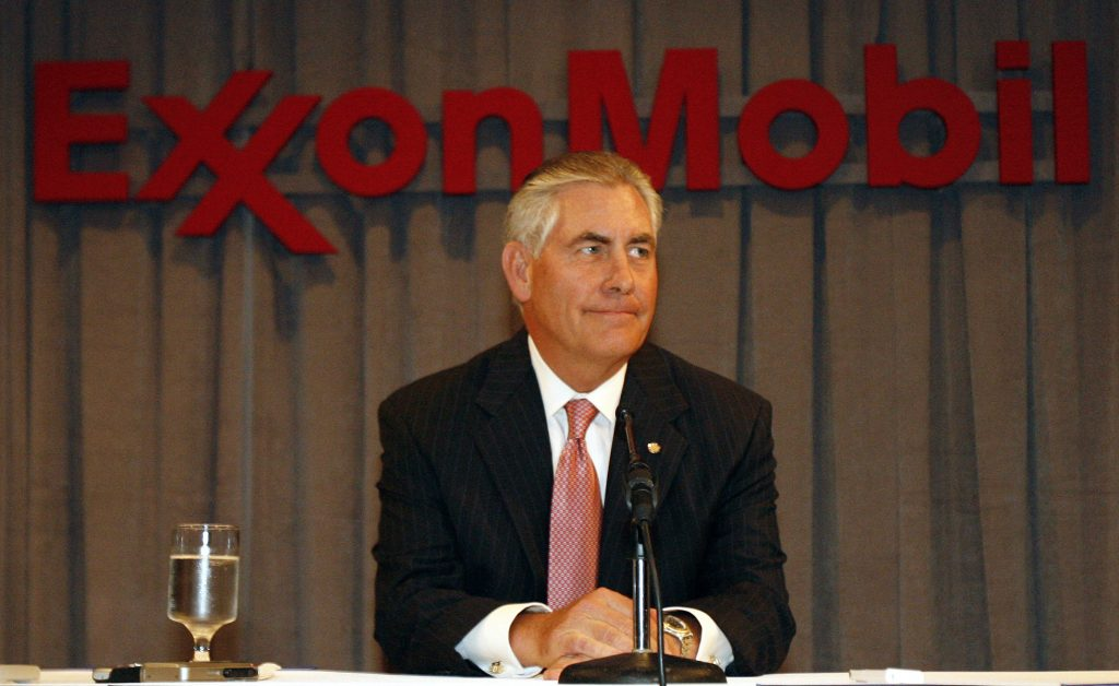 Chairman and chief executive officer Rex W. Tillerson speaks at a news conference following the Exxon Mobil Corporation Shareholders Meeting in Dallas, Texas, May 28, 2008. REUTERS/Mike Stone (UNITED STATES) - RTX69ED