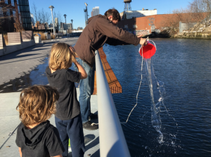 The team collecting samples from Gowanus Canal. Photo by Lauren Feeney