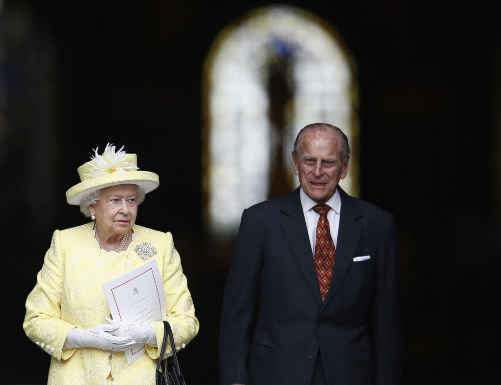 Britain's Queen Elizabeth leaves with Prince Philip after a service of thanksgiving for her 90th birthday at St Paul's Cathedral in London, Britain, June 10, 2016.     REUTERS/Peter Nicholls