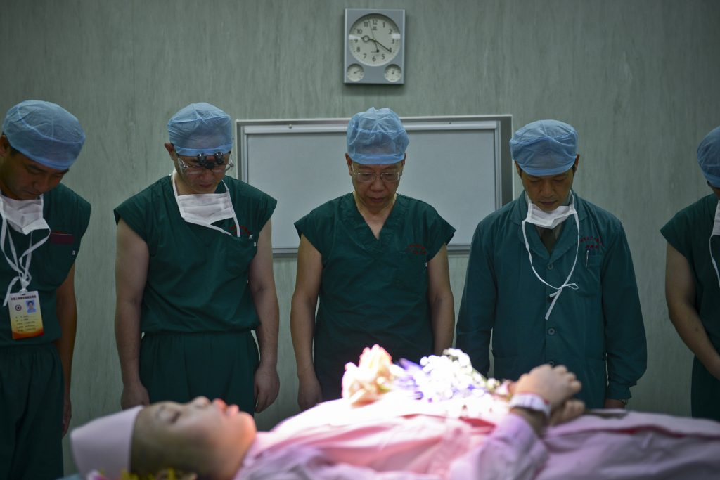 One doctor's war against global organ trafficking | PBS NewsHour