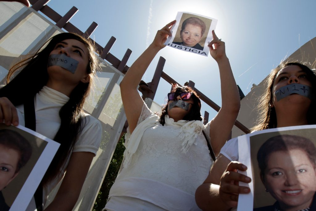 """Journalists protest against the murder of the Mexican journalist Miroslava Breach, outside the Attorney General's Office (PGR) in Ciudad Juarez, Mexico March 25, 2017. Pictures of Miroslava reads """"Justice"""" REUTERS/Jose Luis Gonzalez"""