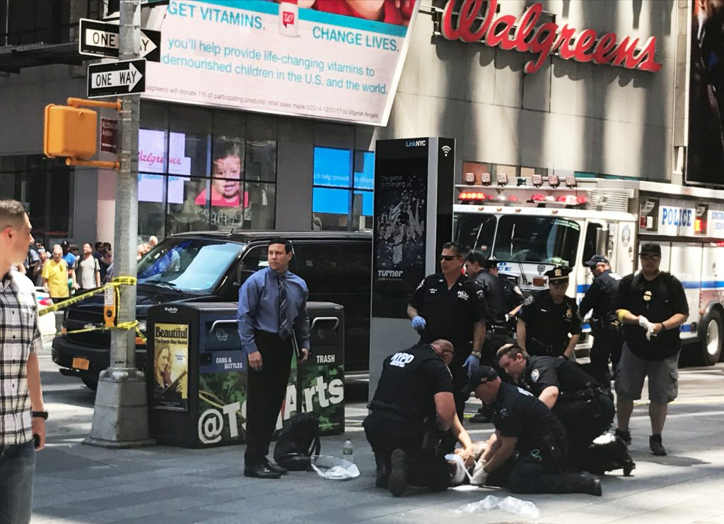 First responders are assisting injured pedestrians after a vehicle struck pedestrians on a sidewalk in Times Square in New York, U.S., May 18, 2017.  REUTERS/Jeremy Schultz - RTX36FSO