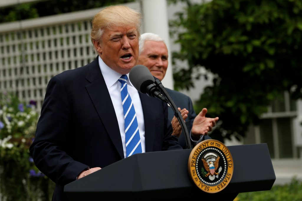 U.S. President Donald Trump, flanked by Vice President Mike Pence, delivers remarks to members of the Independent Community Bankers Association in the Kennedy Garden at the White House in Washington, U.S., May 1, 2017.  REUTERS/Jonathan Ernst - RTS14NZ4