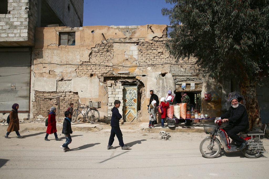 Schoolchildren walk in the rebel held besieged Douma neighbourhood of Damascus, Syria March 8, 2017. REUTERS/Bassam Khabieh - RTS11XOC