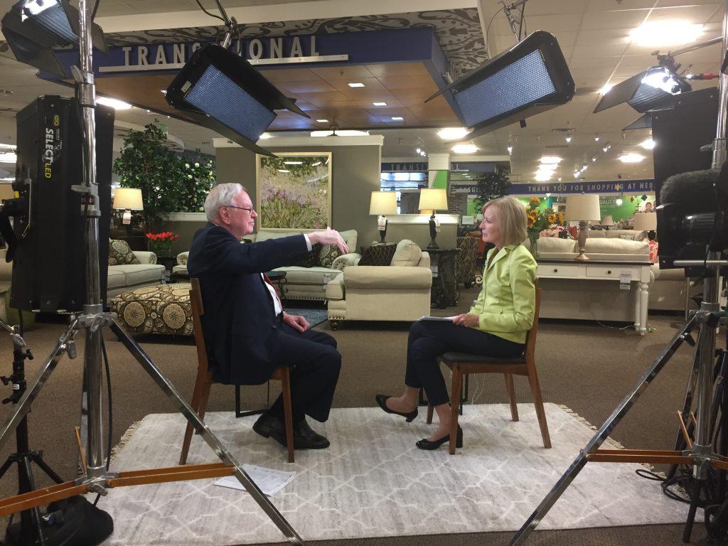 Judy Woodruff interviews Warren Buffett for the PBS NewsHour.  Photo by Lorna Baldwin