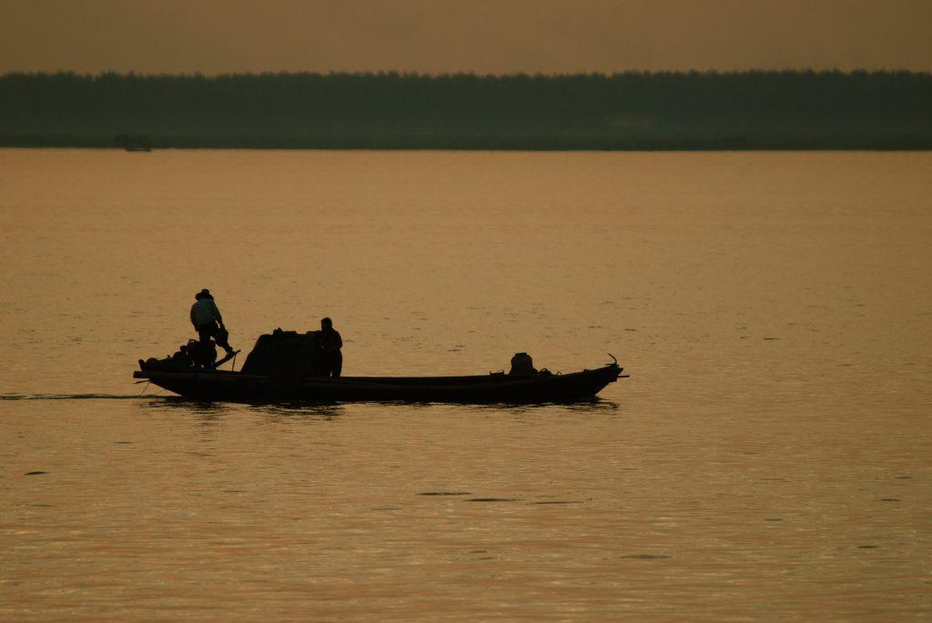 Fishermen on Dongtinghu Lake in China's Hunan Province. Photo by Steve Webel/via Flickr/CC BY-NC-ND 2.0