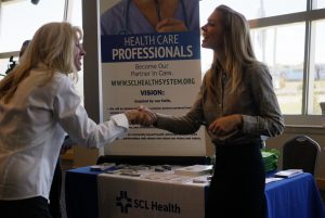 A jobseeker (L) shakes hands with a recruiter for SCL Health System at the Colorado Hospital Association's health care career event in Denver October 13, 2014. Hundreds of applicants met with several health care providers with current job openings during the event. REUTERS/Rick Wilking (UNITED STATES - Tags: BUSINESS HEALTH EMPLOYMENT) - RTR4A1HP