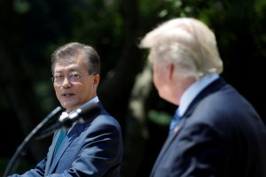 South Korean President Moon Jae-in and U.S. President Donald Trump (R) deliver a joint statement from the Rose Garden of the White House in Washington, U.S., June 30, 2017. REUTERS/Carlos Barria - RTS19AN0