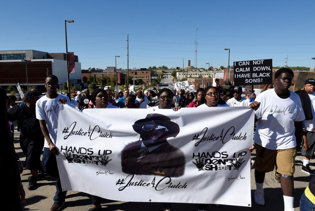 Protesters march towards Tulsa City Hall during a peaceful protest honoring Terence Crutcher who was shot and killed by Tulsa police officer Betty Shelby in Tulsa, Oklahoma, U.S. September 2016. Photo by Nick Oxford/Reuters