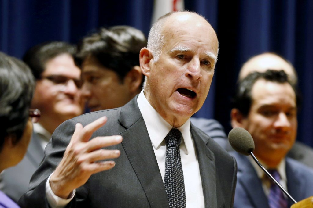 FILE PHOTO - California Governor Jerry Brown speaks before signing a bill hiking California's minimum wage to $15 by 2023 in Los Angeles, California, U.S. on April 4, 2016. REUTERS/Lucy Nicholson/File Photo - RTS169L1