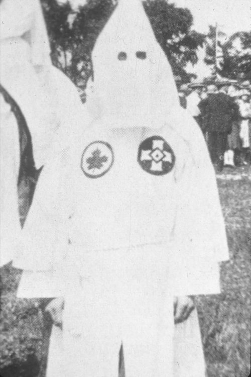 Klansman_in_Canadian_Klan_regalia,_near_Kingston,_Ontario,_1_July_1927