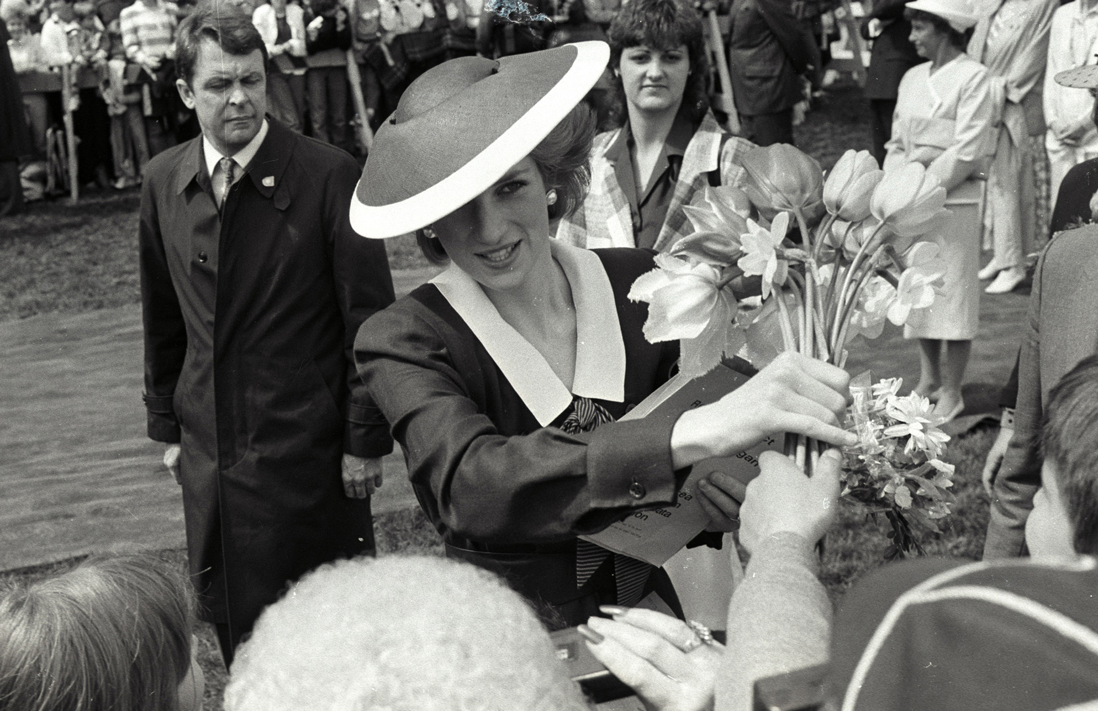Princess Diana accepts a bouquet of flowers during a walk in Kelowna, Canada, on May 3, 1986. Photo by Gary Hershorn/Reuters