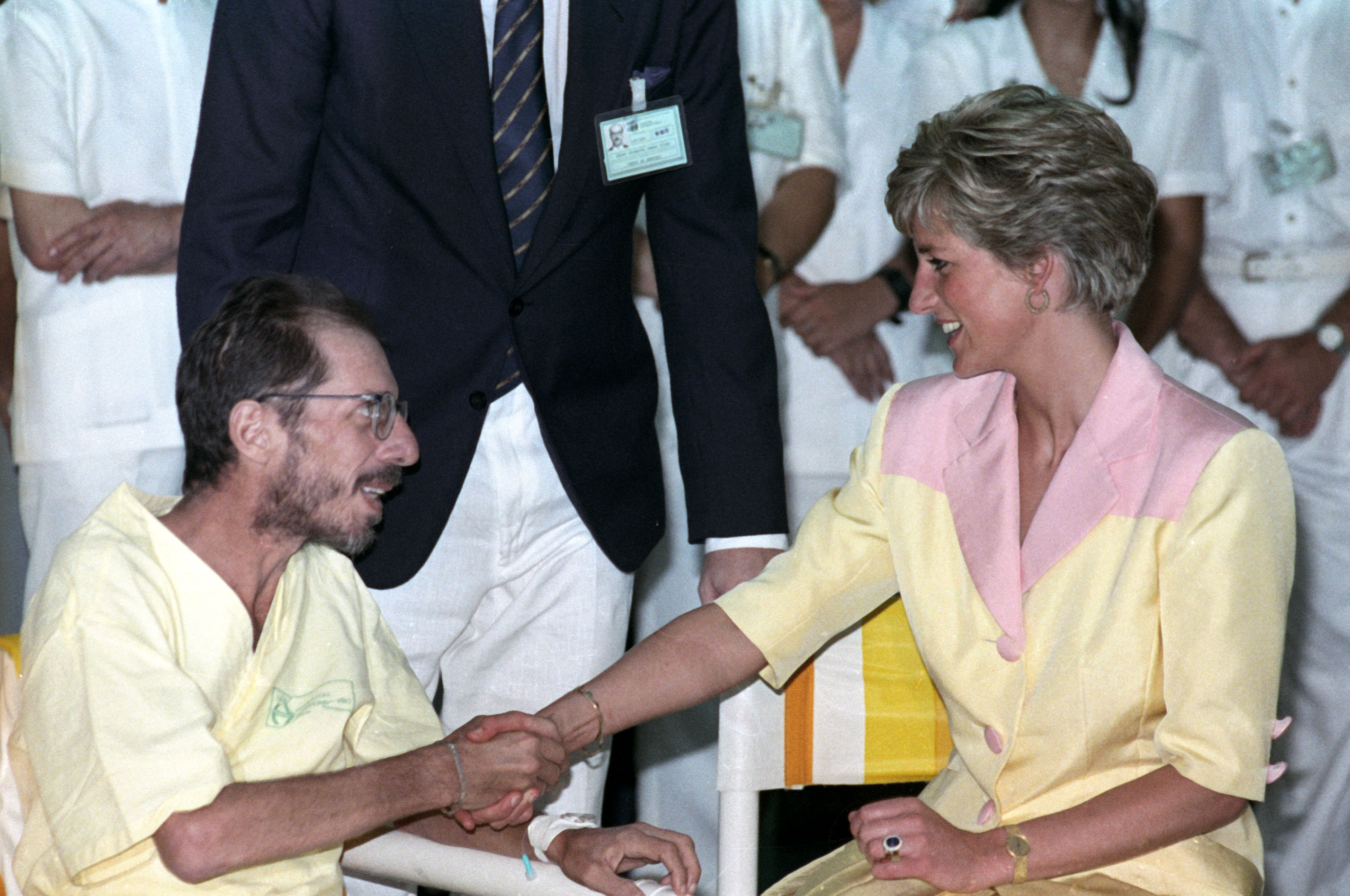 Princess Diana meets an AIDS patient at the Federal University of Rio de Janeiro hospital in Brazil on April 25, 1991. Photo by Vanderlei Almeida/Reuters