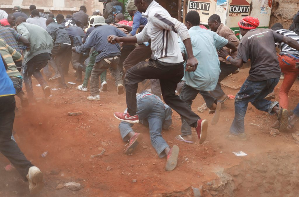 Supporters of opposition leader Raila Odinga run away from police during clashes in Kibera slum in Nairobi, Kenya, August 12, 2017.  Photo by Goran Tomasevic/ Reuters