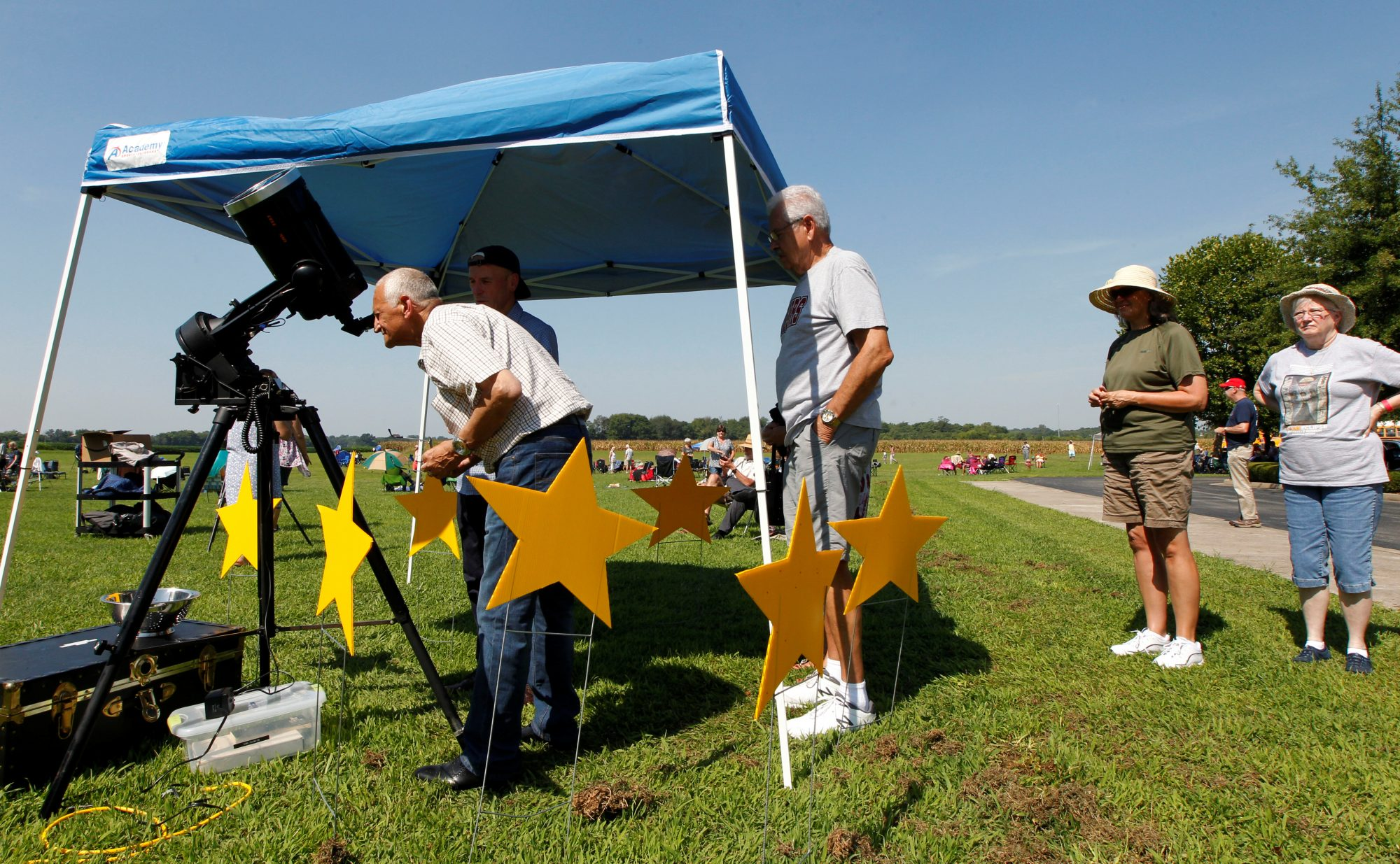 Eclipse fans stand in line to look through a telescope as they wait for the beginning of the solar eclipse at the James Bruce Convention Center in Hopkinsville, Kentucky. Photo by John Sommers II/Reuters
