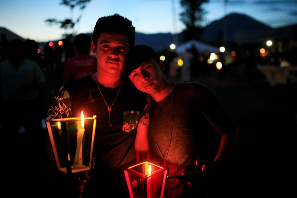 Members of the LGBT community participate in a vigil in memory of the victims of the Orlando Pulse gay nightclub shooting and hate crimes in San Salvador, El Salvador June 18, 2016. REUTERS/Jose Cabezas - RTX2GZI2