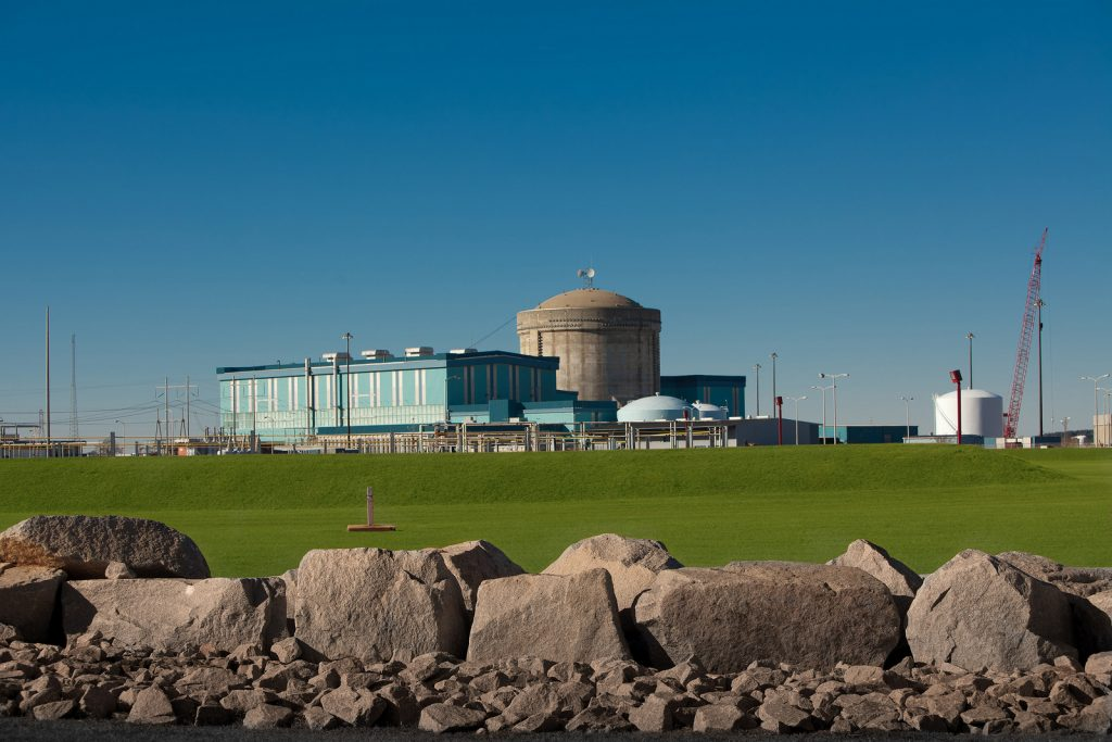 English: This is a publicity photograph from SCE&G showing V. C. Summer Nuclear Station Unit 1. This photo shows the Reactor Building, which is the concrete cylindrical structure, Turbine Building, which is the large blue building, and the Switchyard, where the electricity is sent from the Nuclear Plant to the grid.Date 31 October 2013, 11:26:06Source Own workAuthor DJSlawSlaw