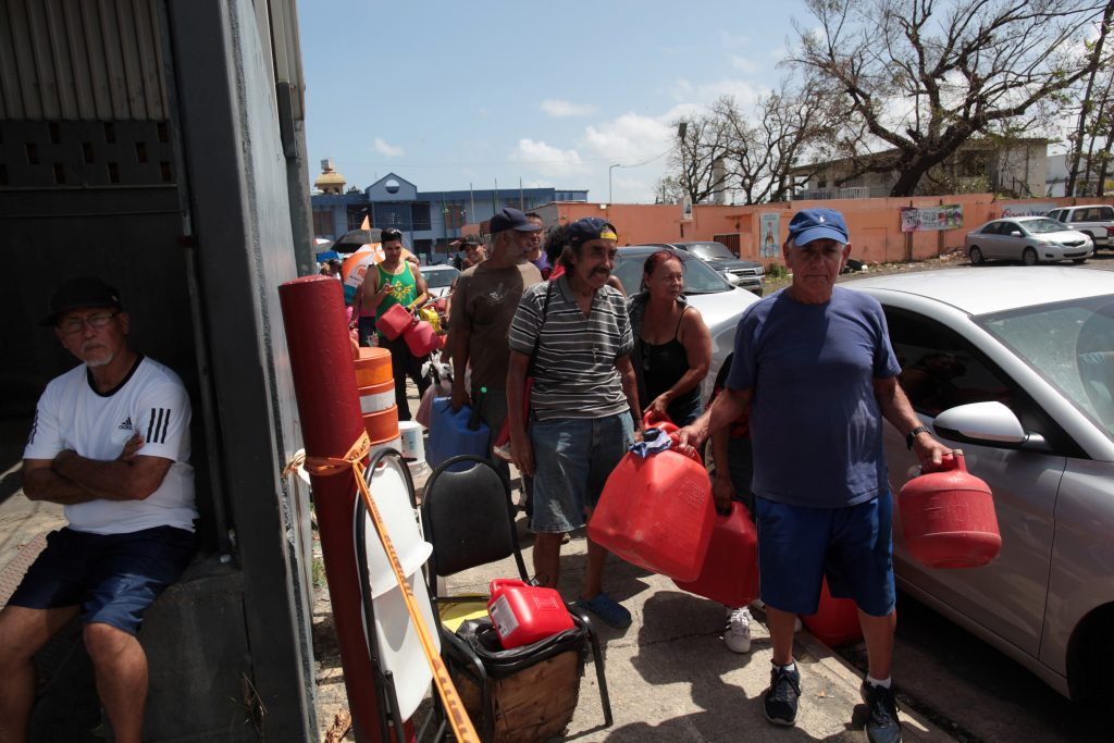 People queue at a gas station to fill up their fuel containers, after the island was hit by Hurricane Maria, in San Juan, Puerto Rico September 28, 2017. REUTERS/Alvin Baez - RC1DEFAA5E70