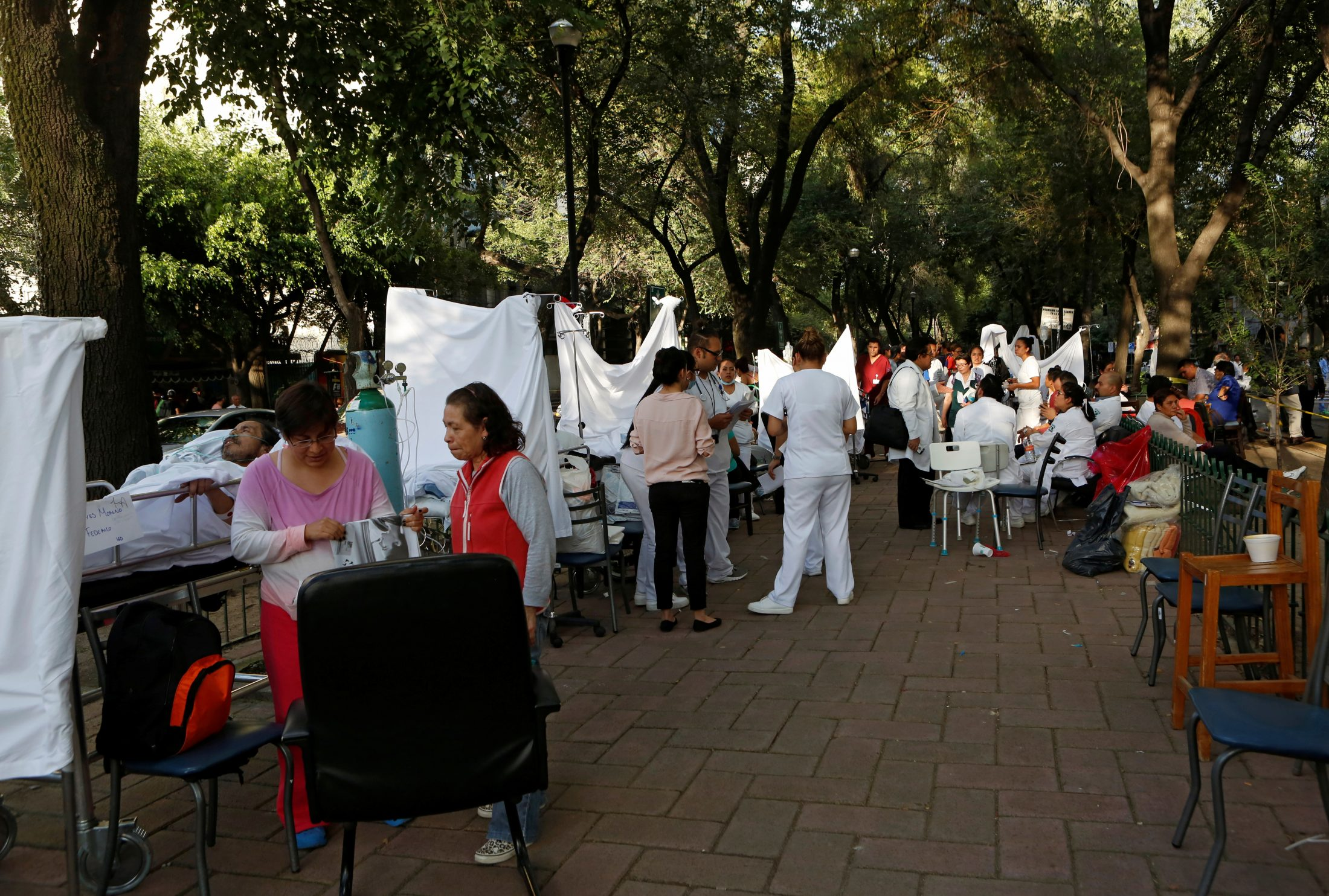Medical stations are set up in the streets to treat those injured from the earthquake. Photo by Ginnette Riquelme/Reuters