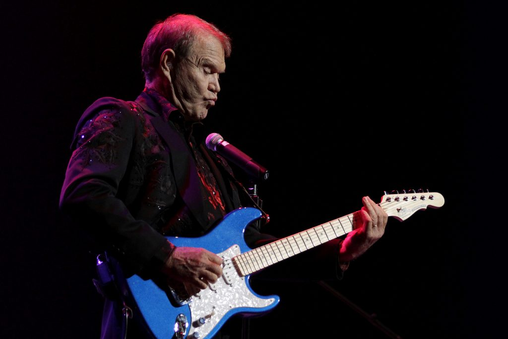 Singer Glen Campbell, currently on a farewell concert tour following his recent diagnosis with Alzheimer's disease, performs on stage at Club Nokia in Los Angeles, California, U.S., October 6, 2011. REUTERS/Jonathan Alcorn/File Photo - RTS1AY74