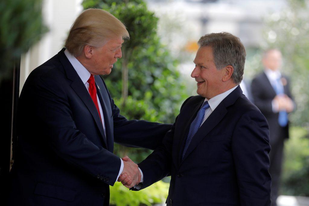U.S. President Donald Trump welcomes Finland's President Sauli Niinisto at the White House in Washington, U.S., August 28, 2017. REUTERS/Carlos Barria - RTX3DQCN