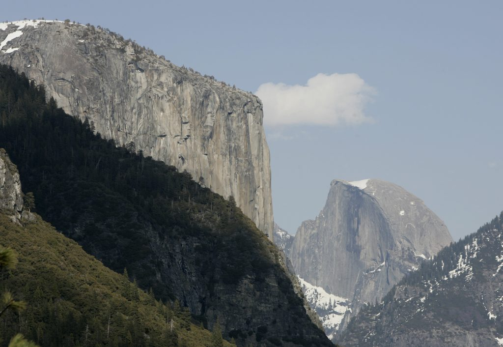 Yosemite Valley, with the world-famous granite monolith of El Capitan (left) and Half Dome (right), is seen in Yosemite National Park in California April 7, 2008. Photo By Darrin Zammit Lupi/Reuters