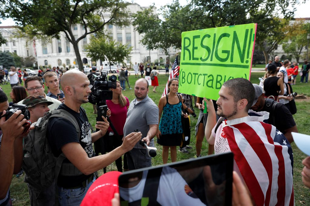 Pro and anti-Trump demonstrators debate during the Mother of All Rallies demonstration on the National Mall in Washington