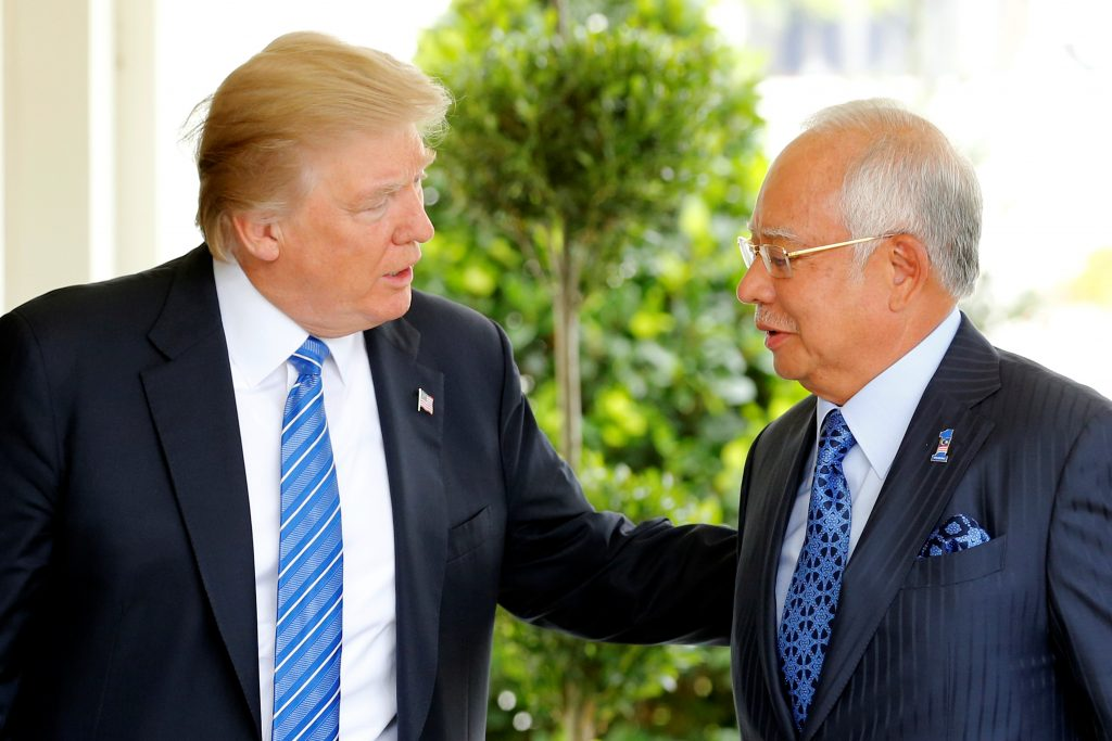 U.S. President Donald Trump welcomes Malaysia's Prime Minister Najib Razak to the White House in Washington, U.S. September 12, 2017. REUTERS/Jonathan Ernst - RC1F4CC43B30