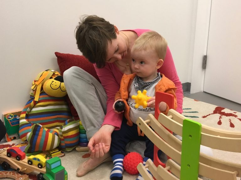 As part of the study, a mother plays with her child at the Princeton Baby Lab. Photo by Elise Piazza