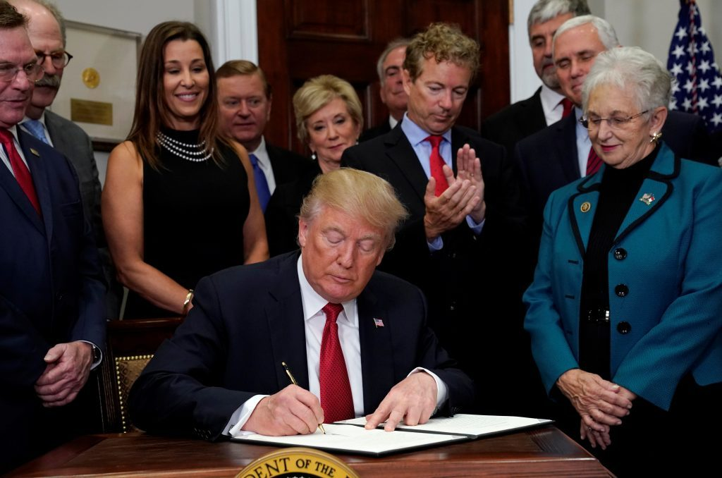 U.S. Senator Rand Paul (R-KY) applauds as U.S. President Donald Trump signs an executive order to make it easier for Americans to buy bare-bones health insurance plans and circumvent Obamacare rules at the White House in Washington, U.S., October 12, 2017. Photo by Kevin Lamarque/REUTERS