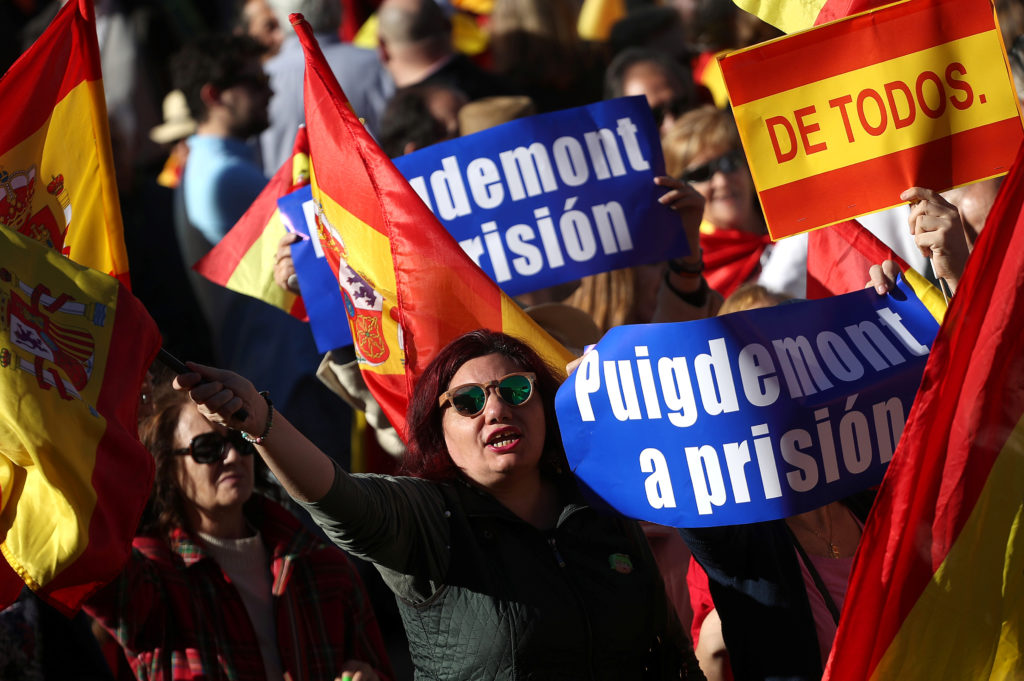 Pro-unity demonstrators call for the imprisonment of dismissed Catalan President Carles Puigdemont in Madrid, Spain, on Oct. 28. Photo by Susana Vera/Reuters