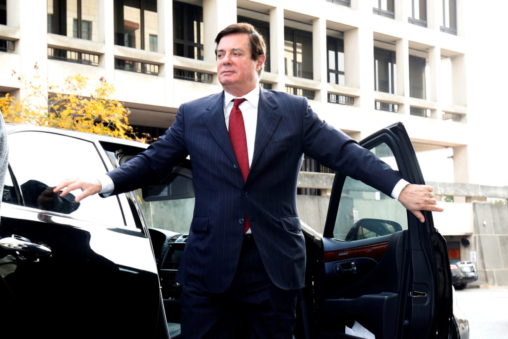Paul Manafort, former campaign manager for U.S. President Donald Trump arrives for a bond hearing at U.S. District Court in Washington, U.S., November 6, 2017. REUTERS/Joshua Roberts - RC18AD95AAE0