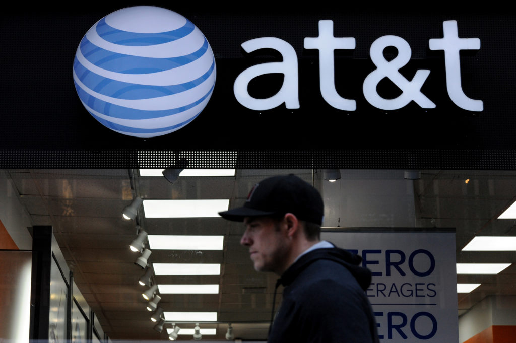 A man walks past an AT&T store in New York City, October 23, 2016. REUTERS/Stephanie Keith - S1AEUIREZRAB