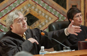 FILE PHOTO: Judge Alex Kozinski, of the 9th U.S. Circuit Court of Appeals, gestures during oral arguments in San Francisco, California, U.S., September 22, 2003. REUTERS/Paul Sakuma/POOL/File Photo - RC1C27EF81D0